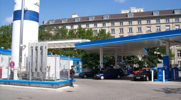 Станция для заправки автомобиля водой в Берлине