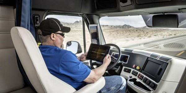 Первый немецкий беспилотный грузовик на дорогах США