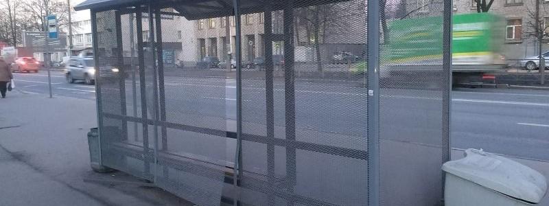 Остановочный павильон из сетки