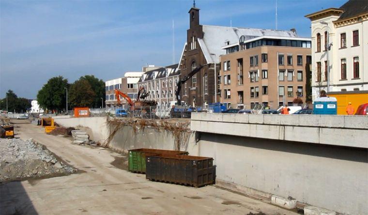 2011 год. Мост уже разобран. Подпорные стенки еще на месте.