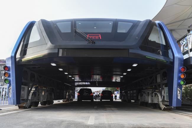 Помните китайский инновационный автобус для совместного движения с автомобилями?